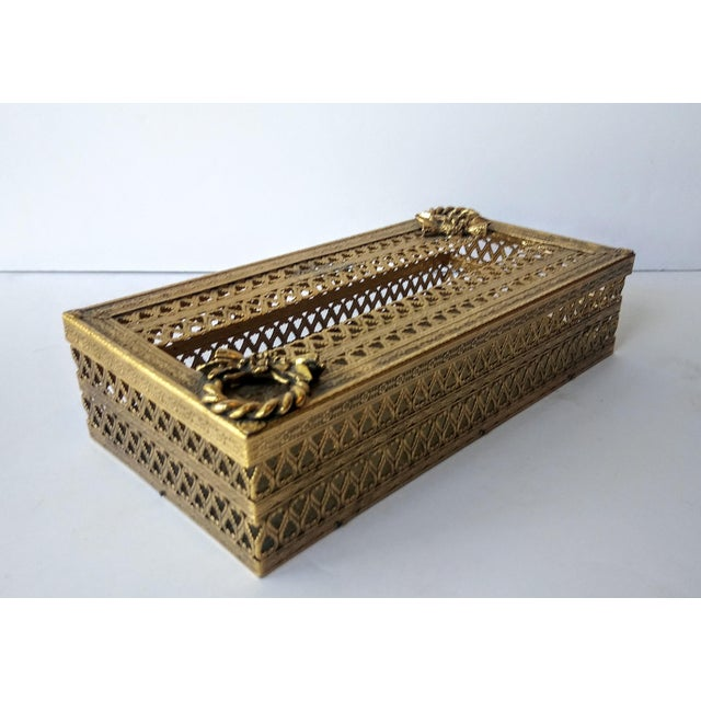 This ornate Florentine filigree style gold tissue box holder is sure to add a lot of glam to any bathroom or vanity!...