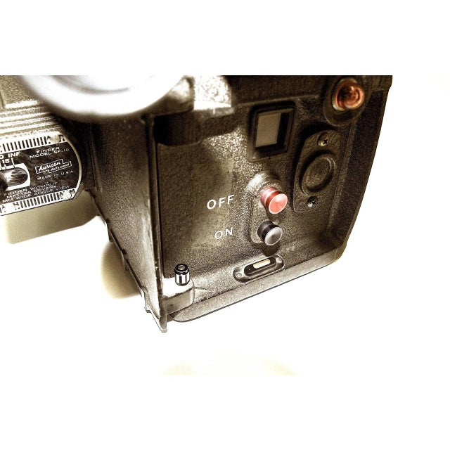 Auricon Cinema Newsreel Camera Complete and Working. Display As Sculpture. Circa 1955 For Sale In Dallas - Image 6 of 10