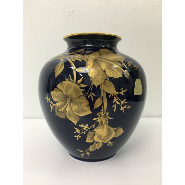 Hollywood Regency Cobalt Porcelain Vase With 22 Carat Gold Floral Motif by A. K. Kaiser W Germany For Sale - Image 3 of 11