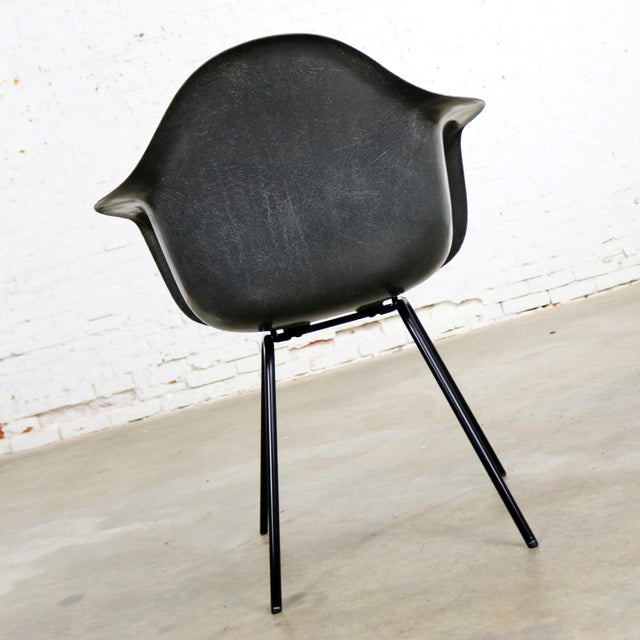 Mid 20th Century Elephant Hide Gray Eames Herman Miller Molded Fiberglass Dax Arm Shell Chair H Base For Sale - Image 5 of 13