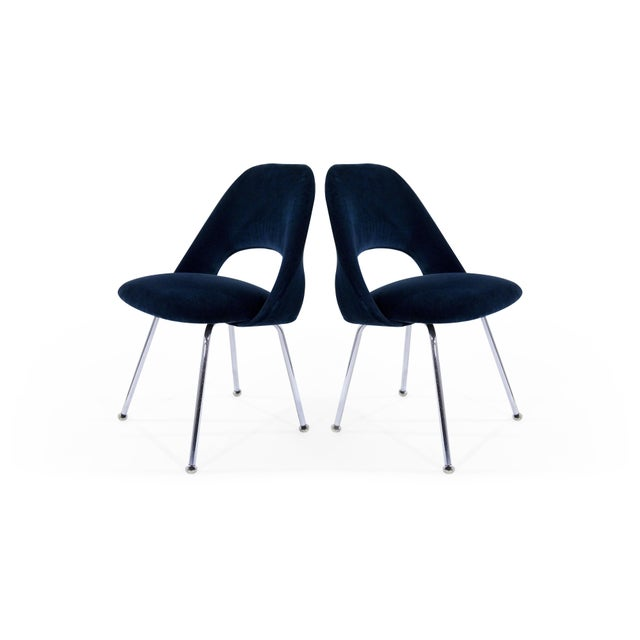 Mid 20th Century Eero Saarinen for Florence Knoll Executive Navy Blue Velvet Side Chairs - Set of 4 For Sale - Image 5 of 10