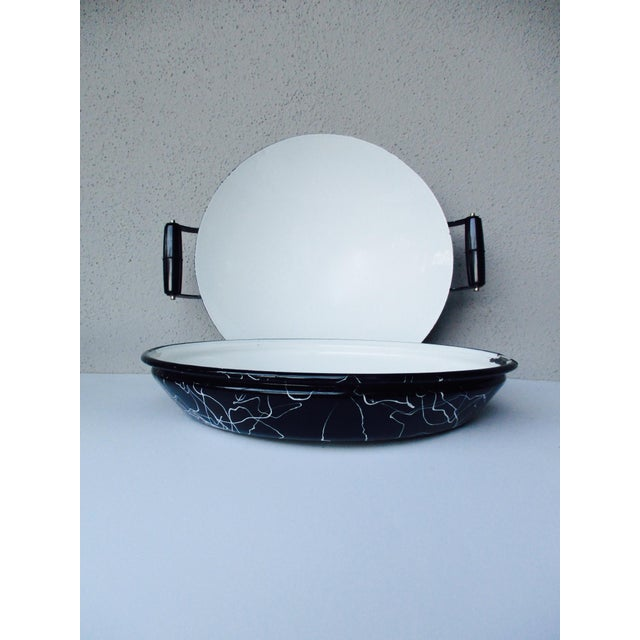 Abstract Cool Atomic Squiggle Retro Enamel Pot Pan Wok Paella Server With Lid For Sale - Image 3 of 9