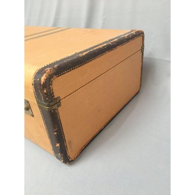 1940s Large Vintage Herringbone Stripe Suitcase With Bakelite Handle For Sale - Image 5 of 11