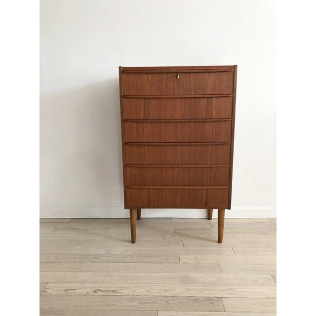 1950s Scandinavian Teak Tallboy Chest of Drawers With Key For Sale - Image 12 of 12