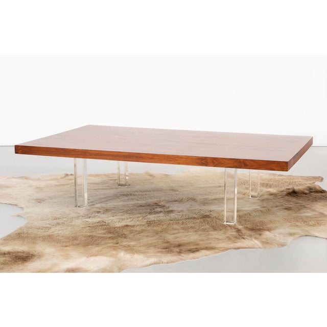 Milo Baughman Rosewood and Lucite Coffee Table For Sale In Chicago - Image 6 of 10