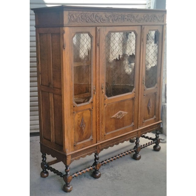 1910s Antique Oak Barley Twist Bookcase Display China Cabinet / Bookcase Hutch For Sale - Image 5 of 12