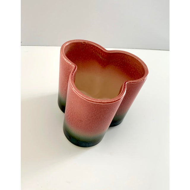 1950s 1950s Vintage Hull Pottery Trefoil Cachepot in Raspberry Green Ombre For Sale - Image 5 of 12