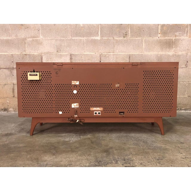 Brown Zenith Mid-Century Modern Stereo Console / Radio / Record Player / Tv Stand For Sale - Image 8 of 13