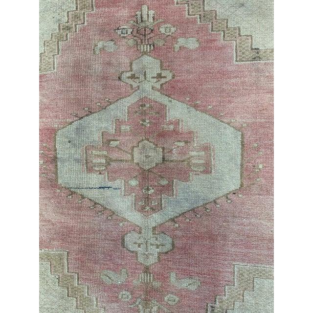 Turkish 1960s Vintage Turkish Oushak rug- 4′ × 5′7″ For Sale - Image 3 of 7