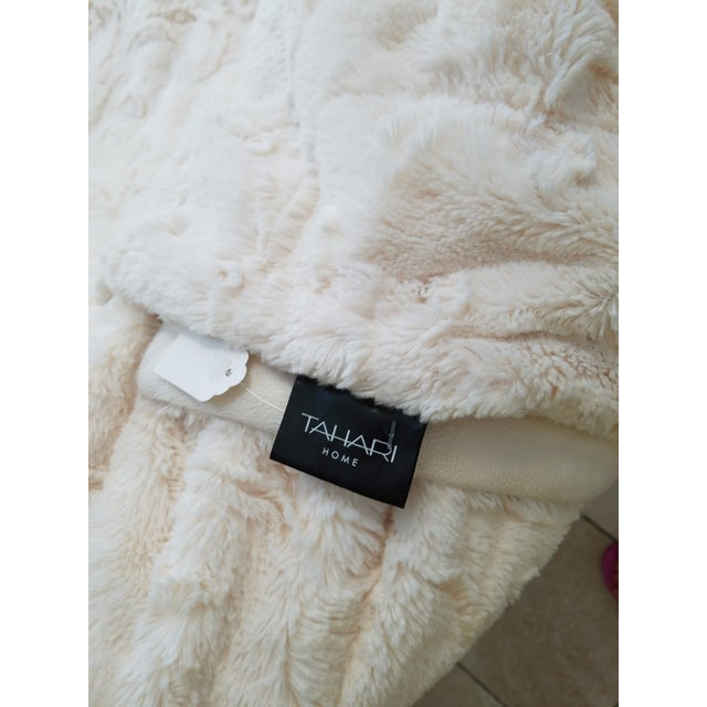 King Size Faux Fur Throw - Image 6 of 6
