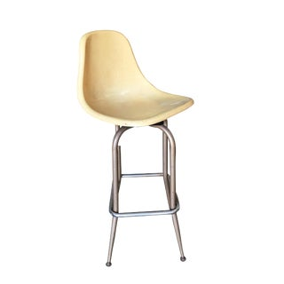 Mid-Century Fiberglass Shell Swivel Bar Stool For Sale