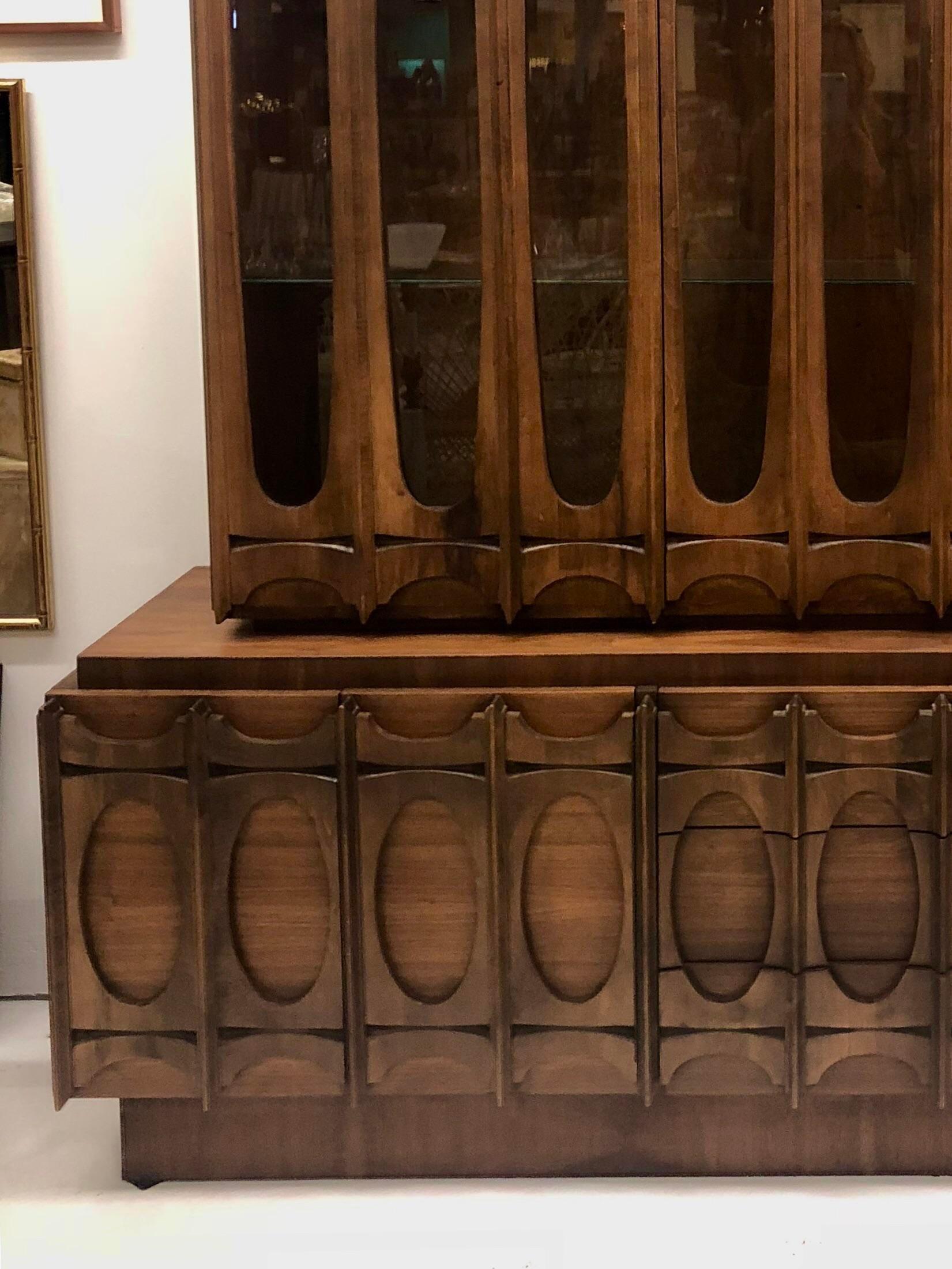 Attirant Glass Mid Century Modern Brutalist Cabinet / Sideboard/ Hutch For Sale    Image 7