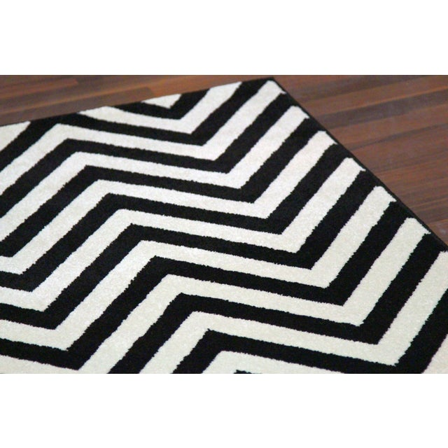 "Black and White Chevron Rug - 5'3"" x 7'4"" - Image 3 of 6"