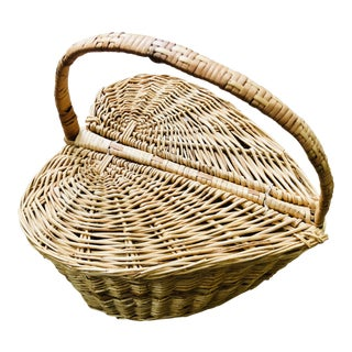 Vintage Mid-Century Heart Shaped Picnic Basket For Sale
