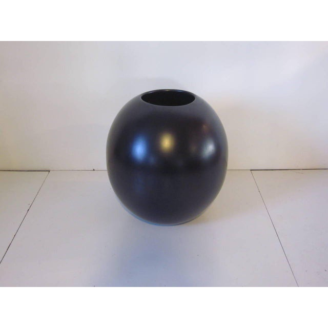 Contemporary Monumental Architectural Pottery Marilyn Kay Austin Pot For Sale - Image 3 of 5