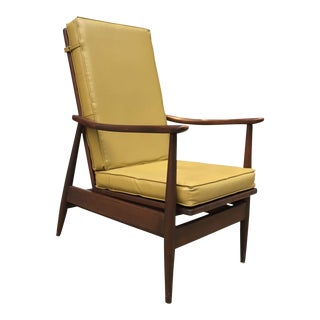 Classic Mid-Century Modern Walnut Lounge Rocking Chair For Sale