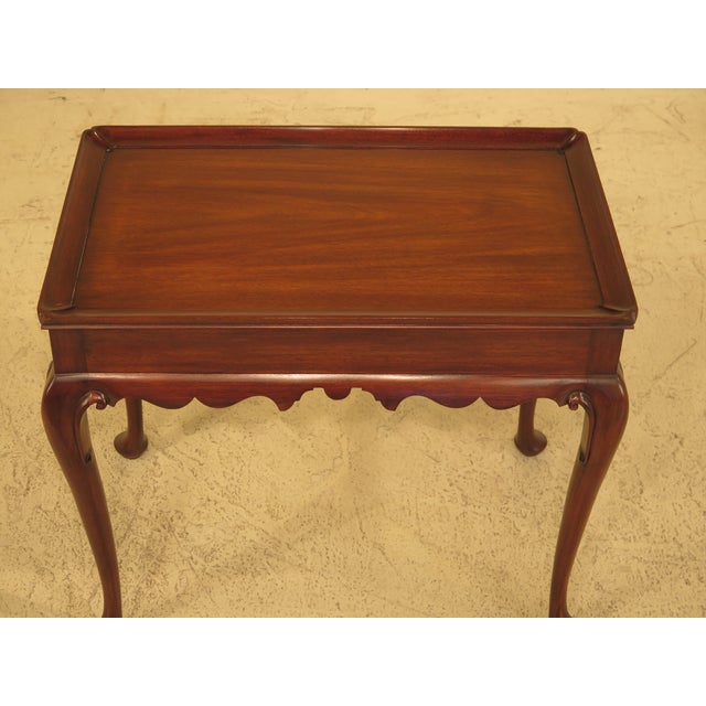 A HENKEL HARRIS Queen Anne Mahogany Tea Table. Age: C. 1983 Details: Finish #29 High Quality Construction Queen Anne Legs...