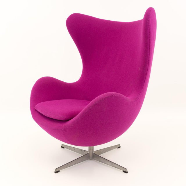 Pink Vintage Mid Century Arne Jacobsen for Fritz Hansen Egg Lounge Chair and Ottoman - A Pair For Sale - Image 8 of 13