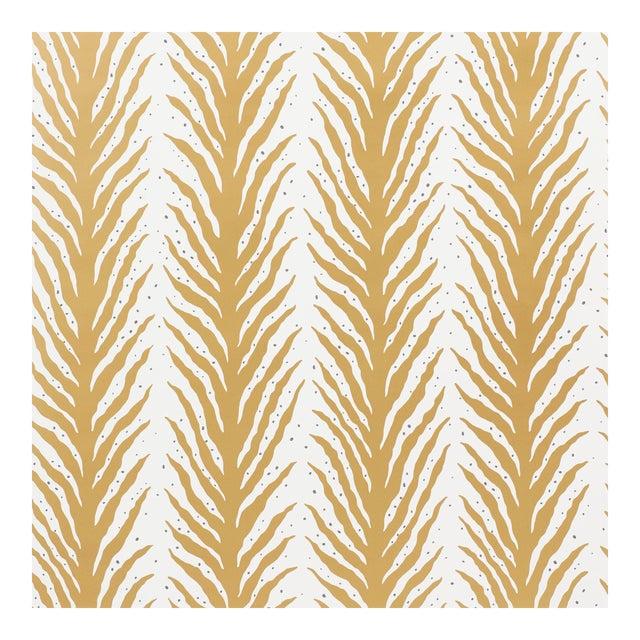 Sample - Schumacher X Celerie Kemble Creeping FernWallpaper in Gold For Sale