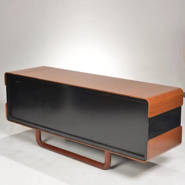 1980s Italian Modern Credenza With Leather Base For Sale In Los Angeles - Image 6 of 9