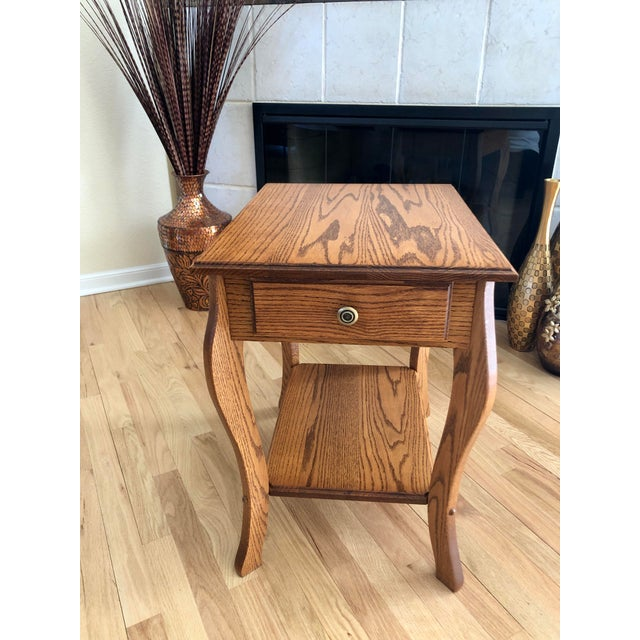 1990s Amish Crafted Transitional Chairside Table For Sale - Image 13 of 13