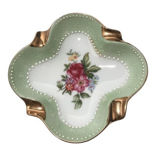 20th Century Cottage Gilded Quatrefoil Porcelain Ashtray For Sale