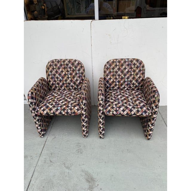 This a very functional pair of lounge chairs on weeks ore casters very easy to move practically you can not see the...