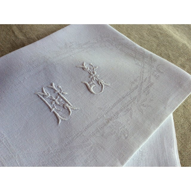 French Early 20th Century Antique French Linen Napkins - A Pair For Sale - Image 3 of 8