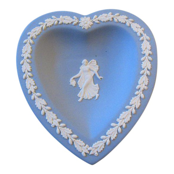 Wedgwood Jasperware Blue and White England Wedgewood Miniature Heart Flower Girl Tray Antique For Sale