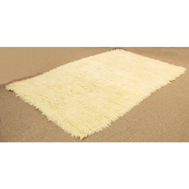 Boho Chic 1970s Mid-Century Modern White Flokati Shag Hand Woven Wool Area Rug - 5′5″ × 8′10″ For Sale - Image 3 of 6