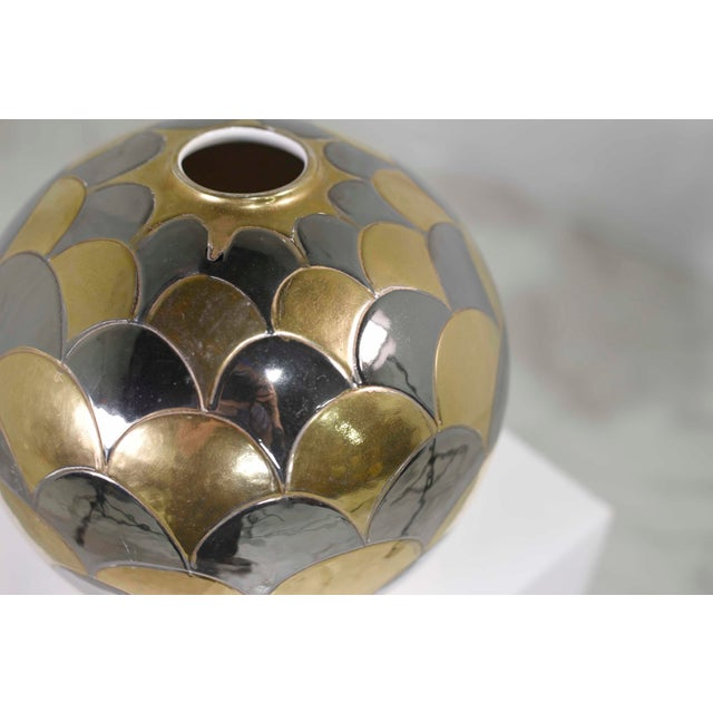 1980s Vintage Bellini Italy Fish Scale Metallic Gold and Silver Mirrored Ceramic Vase For Sale - Image 5 of 10