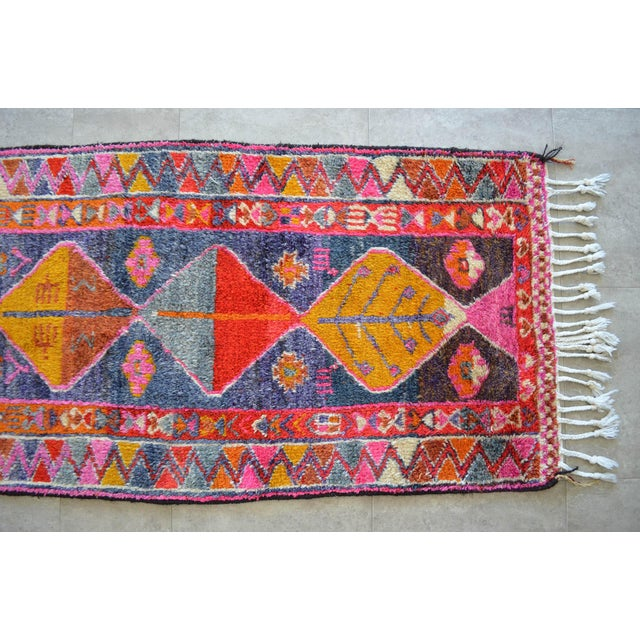Textile Heterodox Kurdish Runner Herki Rug. Hand-Knotted Colorful Tribal Short Runner - 3′ × 8′10″ For Sale - Image 7 of 11