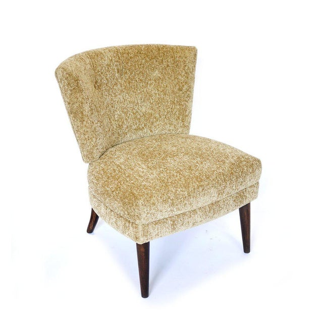 Stunning original hollywood regency Kroehler slipper chair often attributed to a Gilbert Rohde design. This chair is in...
