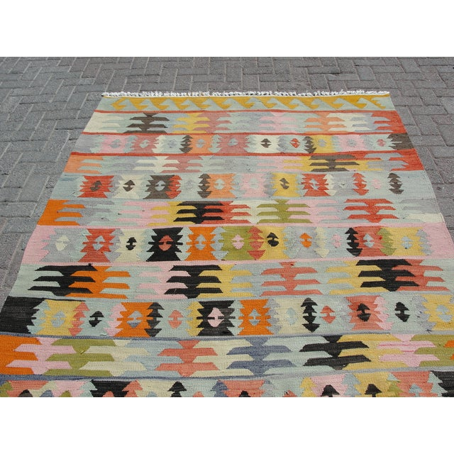 "Vintage Turkish Kilim Rug - 5'6"" x 8'1"" For Sale - Image 10 of 11"