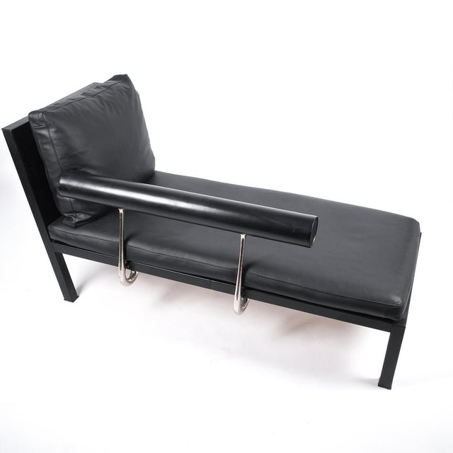 Leather chaise lounge Baisity by Antonio Citterio for B&B Italy, 1982. Elegant chaise longue featuring a leather...
