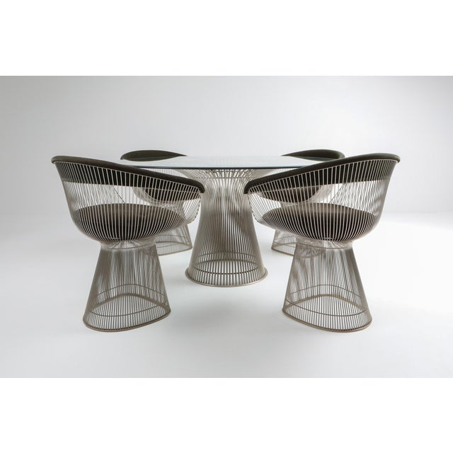 Mid-Century Modern Warren platner dining table set, Knoll, USA 1960s. The table has a nickel cage base and a beveled...