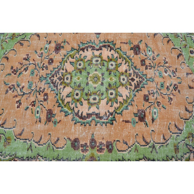 1960s Modern Turkish Oushak Handwoven Green and Orange Wool Floral Rug For Sale - Image 5 of 7