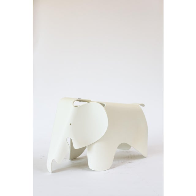 Pre-owned molded plastic Eames elephant in white. Plastic has discolored a bit and has a yellow appearance. Additionally...