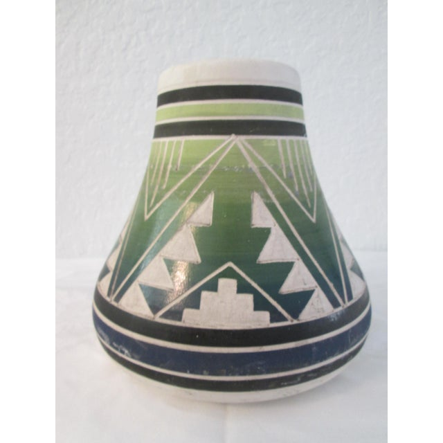 Boho Chic Vintage South Dakota American Indian Pottery Vase For Sale - Image 3 of 8