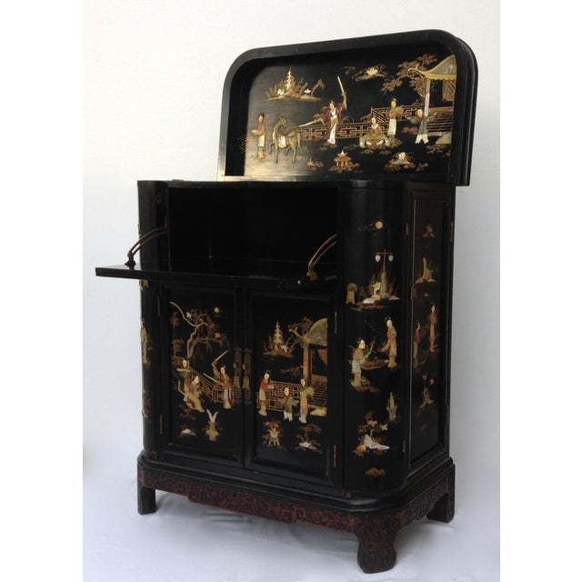 c.1950s is this gorgeous and sophisticated, and well-crafted piece within the Hollywood Regency era, is this Asian...