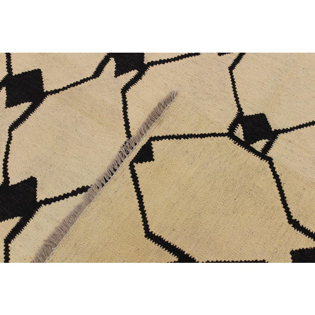 Textile Abstract Kilim Dorthey Ivory Hand-Woven Wool Rug -5′8″ × 7′4″ For Sale - Image 7 of 8