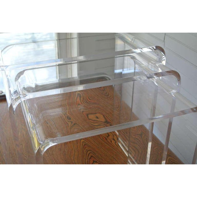 Mid-Century Modern Set of Three Acrylic Lucite Nesting Tables For Sale - Image 3 of 8