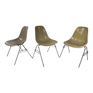 1950s Vintage Herman Miller Zenith Stacking Fiberglass Chairs - Set of 3 For Sale