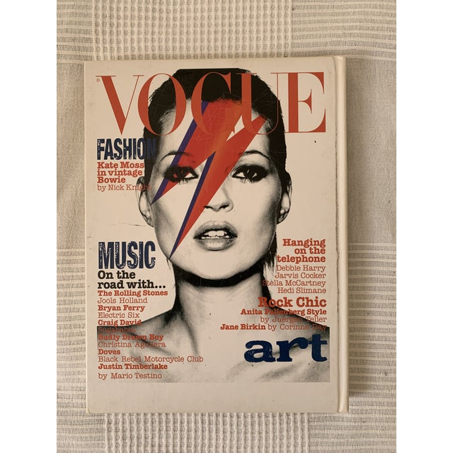 2007 edition of Vogue Covers book, including beautiful fashion photography over the decades. No book jacket and minor wear...