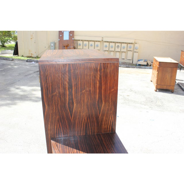 1940s French Art Deco Macassar Ebony Vitrine China Cabinet For Sale In Miami - Image 6 of 10