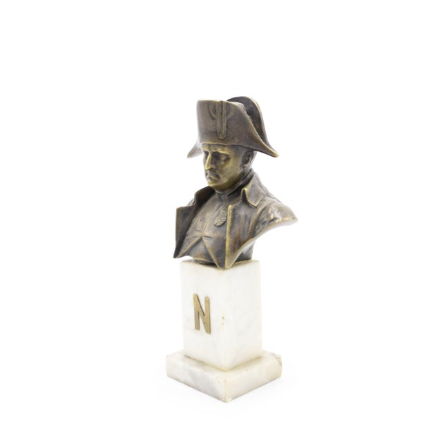 French Empire style small bronze bust of Napoleon on white marble pedestal base (19/20th Cent.)