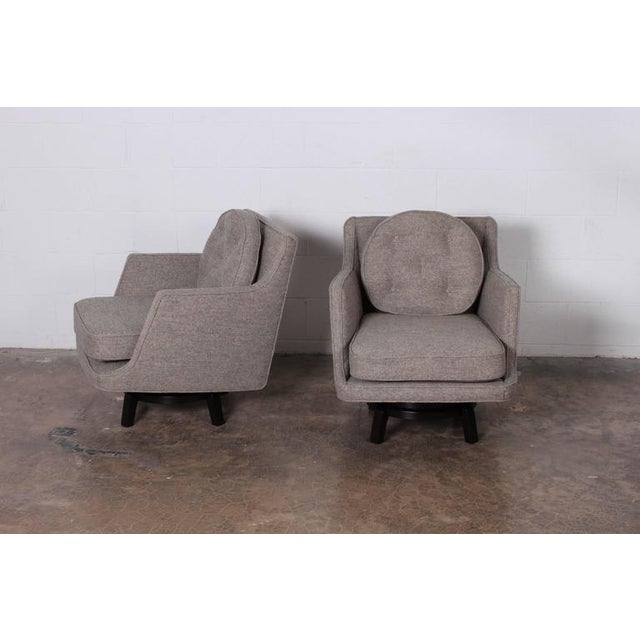 Gray Pair of Swivel Chairs by Edward Wormley for Dunbar For Sale - Image 8 of 10