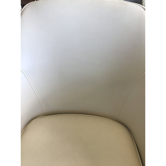 Mid Century Modern Ivory Vinyl Swivel Chair 1977 Adjustable Height For Sale - Image 10 of 13