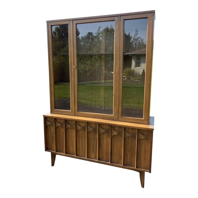 1960s Mid Century Blowing Rock Industries Kent Coffey Style Pecan Walnut Display China Hutch For Sale