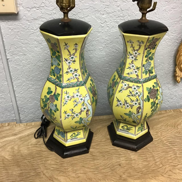 Mid 20th Century Vintage Pair Chinese Famille Juane Style Lamps For Sale - Image 5 of 9